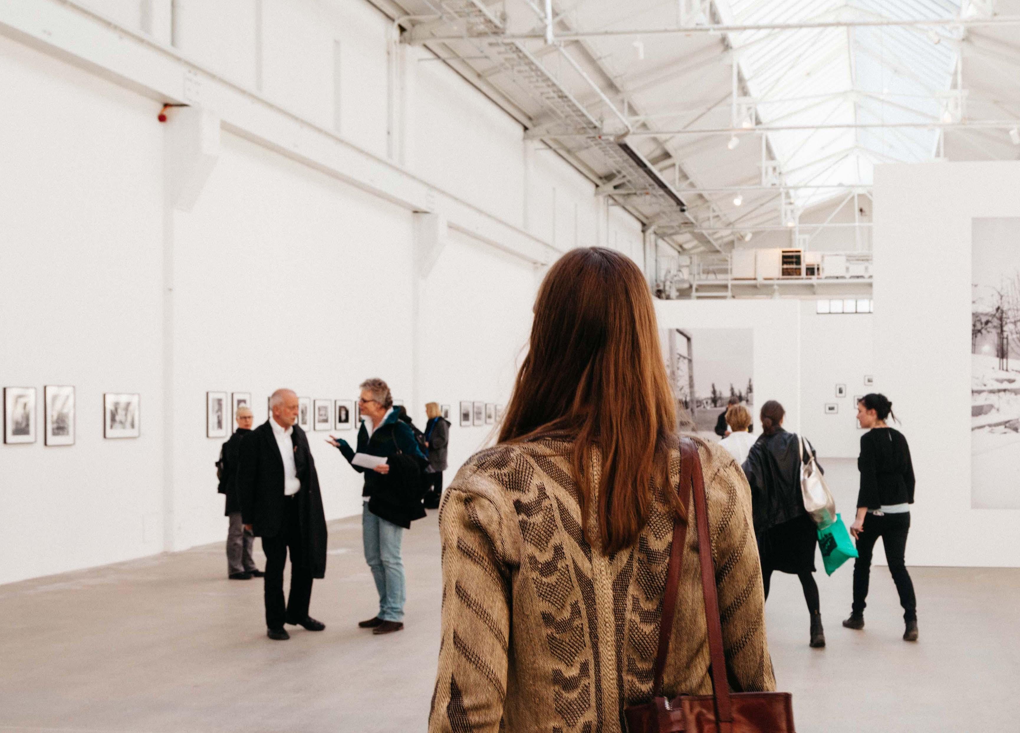 """Wir suchen! Einlasspersonal für die Ausstellung """"Berlin, 1945-2000: A Photographic Subject"""""""